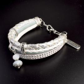 Prachtige armband, verstelbaar met metalen elementen w.o. bedel blessed