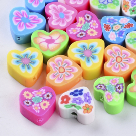 10 stuks vrolijke gemixte handgemaakte polmeerklei hartjes kralen