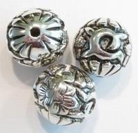 2 x Antiek zilveren kunststof kraal groot, rond met bloem 25 mm