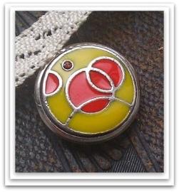 Mooie metalen zilveren drukker met epoxy geel-oranje en strass 18 mm