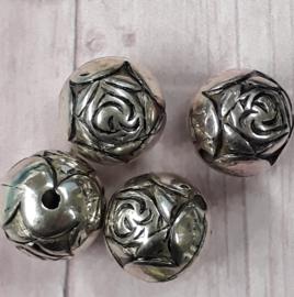 10 stuks metallook zilverkleurige bloemkraal 9 x 9 mm gat :1 mm
