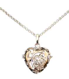 Prachtige lange ketting met een zilver kleur Engelenroeper 16mm hart