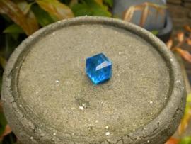 Grote kubus kraal 10mm 1 zijde AB glans blauw