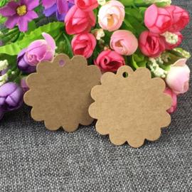 50 stuks bruine labels prijskaartjes met ponsgat 5,4mm zonder touwtje bloem model afm. 60 x 0,5mm gat: 5mm nr. 10