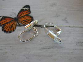 1 Paar  oorbellen haakjes  zilverkleur afmeting ca. 24.2 x 12mm