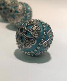 Schitterende handgemaakte Kashmirikraal 18mm ingelegd met metaal en strass - gat 2mm - licht blauw