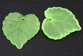 10 stuks acryl bloem bladeren 16 x 15 x 2mm gat: 1,2mm licht groen frosted