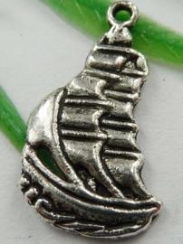 10x Tibetaans zilveren bedel van een zeilschip zeilboot 12 x 22mm gat: 1mm