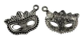 4 x Tibetaans zilveren bedel van een masker 22 x 15 x 4mm gat: 1,5mm