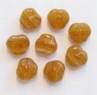 15  stuks Glaskraal bloem beige gemeleerd 8 mm