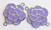 Per stuk Antiek zilveren metalen tussenzetsel bloem met lila epoxy 30 mm