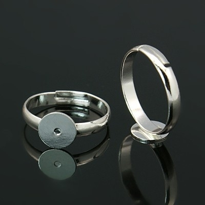 2x Verstelbare verzilverde basis ring, diameter c.a. 17 mm , maat van de ringdop: 10 mm