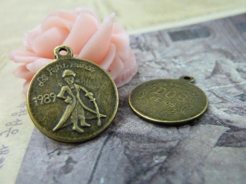 6 x Tibetaans zilveren muntje 17,5 x 1mm gat: 2mm geel koper kleur le petit prince