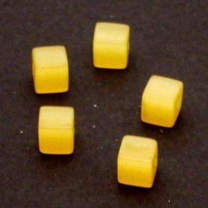10 x Glaskraal kubus cate-eye 8mm goud geel