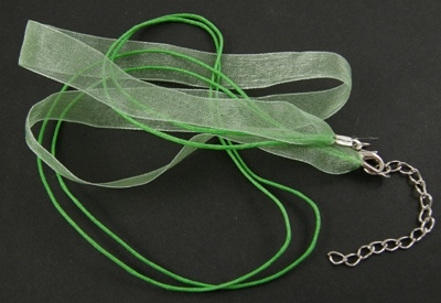 Koord ketting van organza lint en waxkoord c.a. 50cm groen