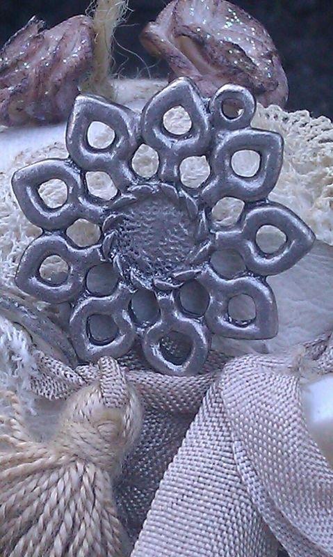 Per stuk tibetaans zilveren hanger bloemmotief zonder steen 29 mm