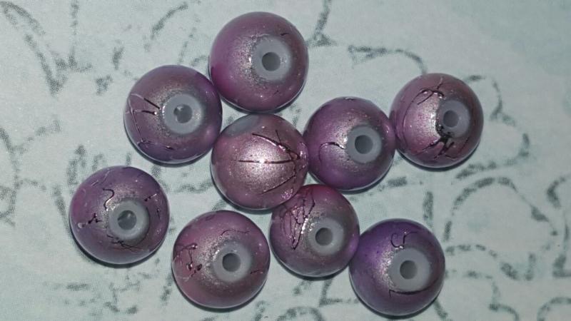 20 stuks lila glaskralen van 8 mm doorsnee.