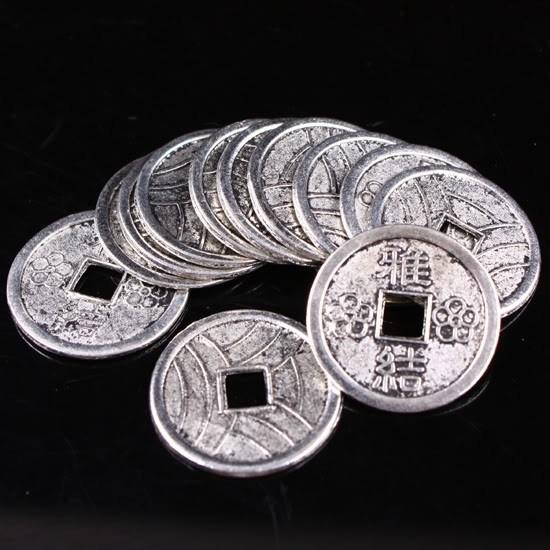 6 x Tibetaans zilveren Chinese geluksmunt  c.a. 20mm