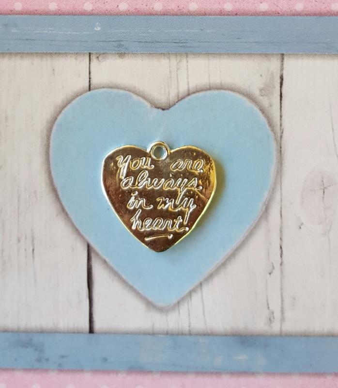 """5x Verzilverde hart met de tekst """"you are always in my heart"""" 21 x 20mm oogje 1,5mm"""