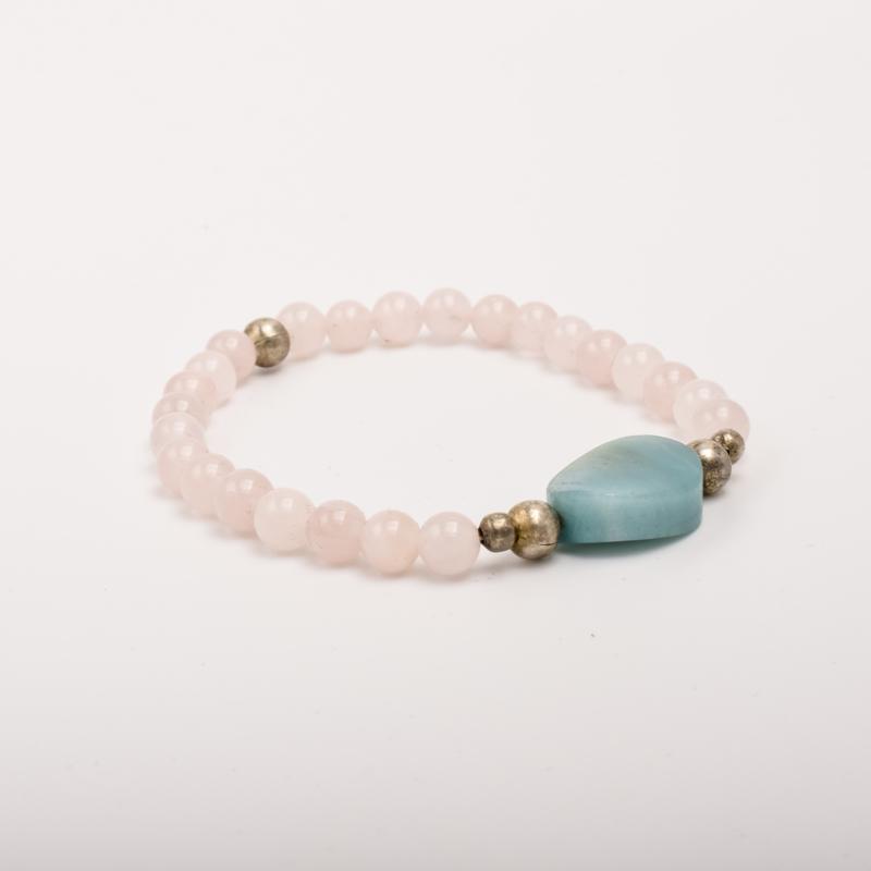 Per stuk Prachtige kralenarmband licht roze/zilver met elastiek, voorzien van mooie edelsteen
