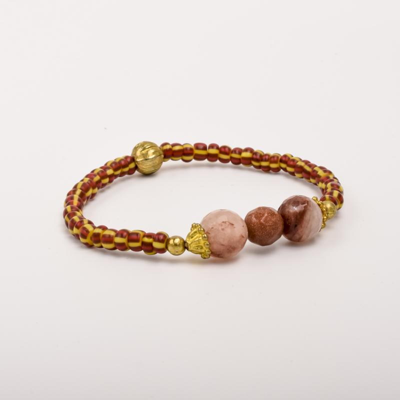 Per stuk Prachtige kralenarmband geel/bruin/rood/goud met elastiek, voorzien van mooie edelstenen