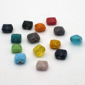 20 stuks platte vierkante glaskralen 7mm mix