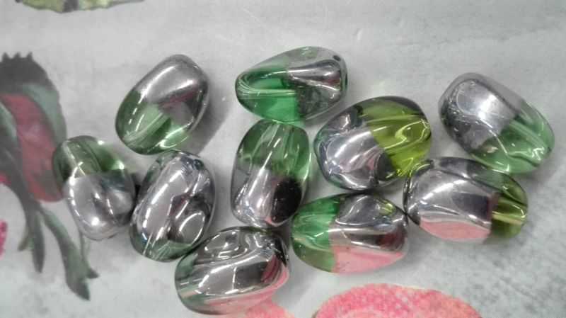 10x Duo kleur Kraal Zilver/ Groen ca. 13x 8.5mm Oogje: 1.7mm