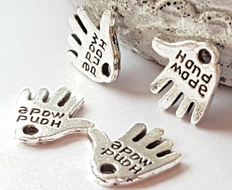 """10 stuks tibetaans zilveren hand met """"Hand made"""" erop, zilverkleur c.a. 12 x 10 x 1mm gat: 1mm"""