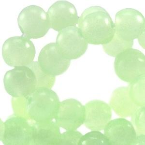 15 stuks glaskralen opaal vintage 8 mm  Licht groen