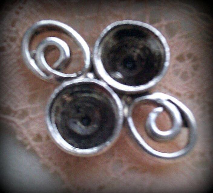 Per stuk Antiek zilveren metalen kastje 25 x 18 mm