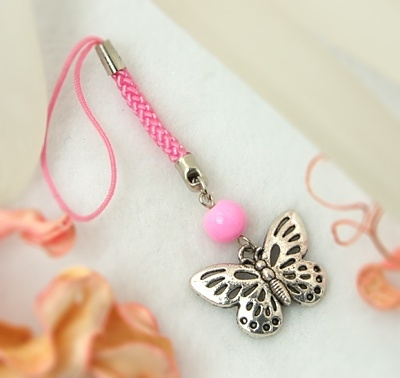 2x Erg leuk mobielhangertje met een vlinder, roze