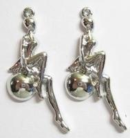 Per stuk Metalen hanger vrouwtje/danseres zittend 44 mm