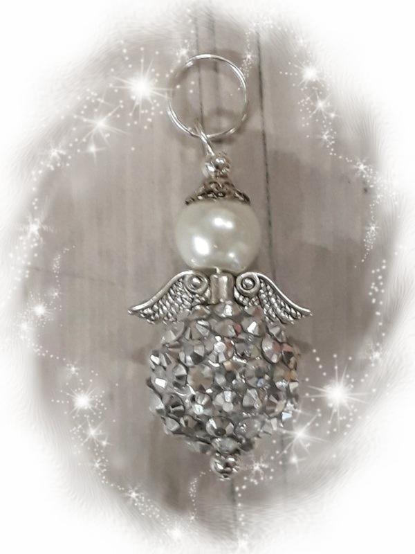 Per stuk engel gemaakt van een glasparel met een strass balletje