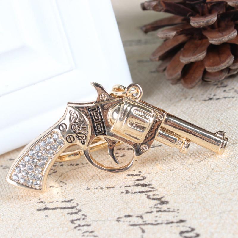 Prachtige sleutelhanger met kristal strass in de vorm van een pistool revolver. Lengte 5cm x 4 cm