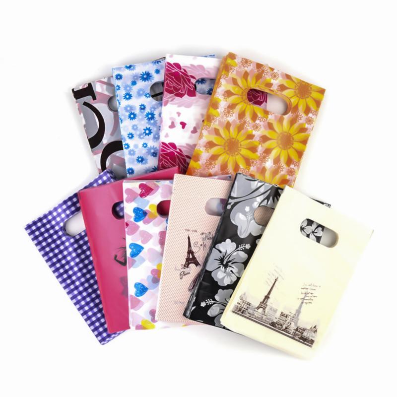 90  stuks plastic zakjes 15 x 20cm, u krijgt een willekeurige kleur/motief (geen mix)