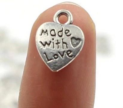 10 stuks Tibetaans zilveren made with love bedeltje 12,5mm x 10mm zilver
