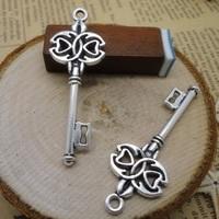 2 x Tibetaans zilveren sleutel 45 x 17mm gat: 2mm