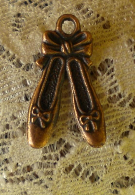 1 x Tibetaans zilveren ballet schoen bedel 21 x12 x2mm rood koperkleur