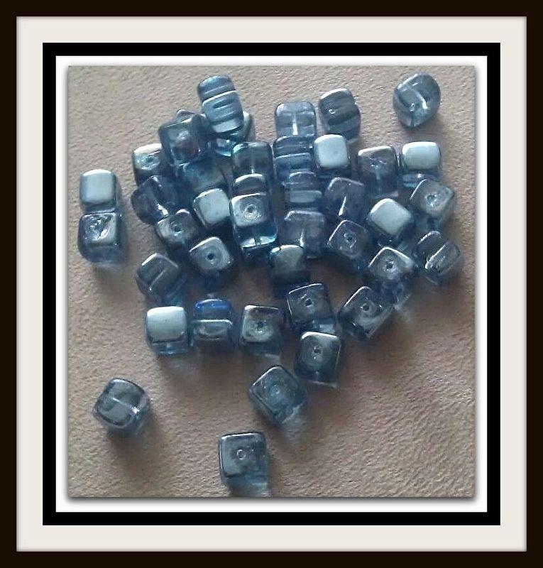 10 Stuks Glaskralen kubus blauw met olieglans 7 x 9 mm AB