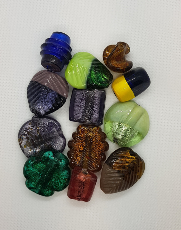 100 gram glaskralenmix in diverse tinten zilverfolie kleine en grote kralen