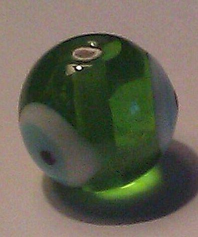 Per stuk Glaskraal rond met Nazar geluksoog transparant groen  14 mm