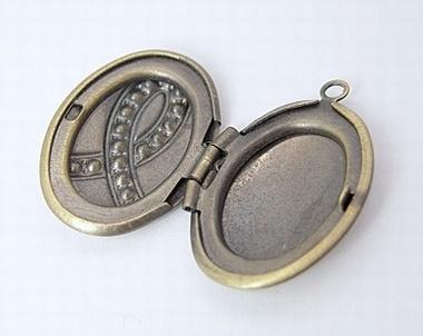 Prachtig wensdoosje medaillon of prayerbox 17 x 23,5 x 6mm gat: 2mm ribbon