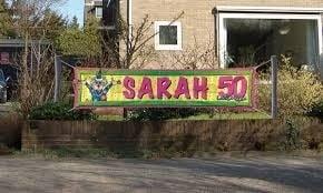Straat banner Sarah