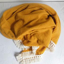 hydrofiel doek swaddle okergeel met vintage franje band