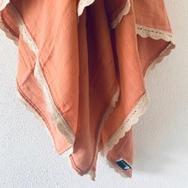Popjes & Zo hydrofieldoek soft orange met sierbandje schulprandje - 120 x 120 cm