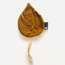 Speendoekje velvet leaf blad oker goud