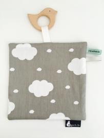 Knuffeldoekje met bijtspeeltje clouds and bird grey