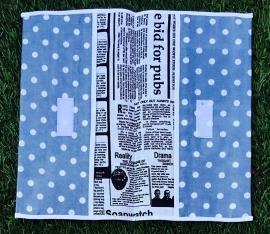 luiermapje retro grijs en krantenprint