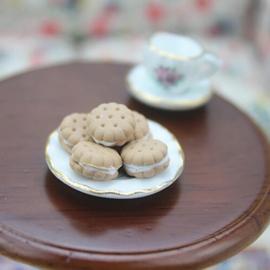 mini poppenhuis koekjes gevulde biscuits