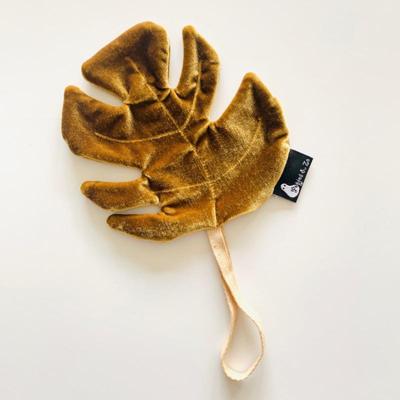 Speendoekje velvet leaf monstera oker goud